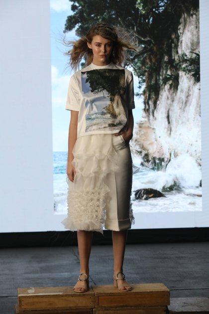 Las remeras estampadas y las faldas de gasa con las texturas son uno de los clásicos que nunca faltan en las colecciones de Zitta