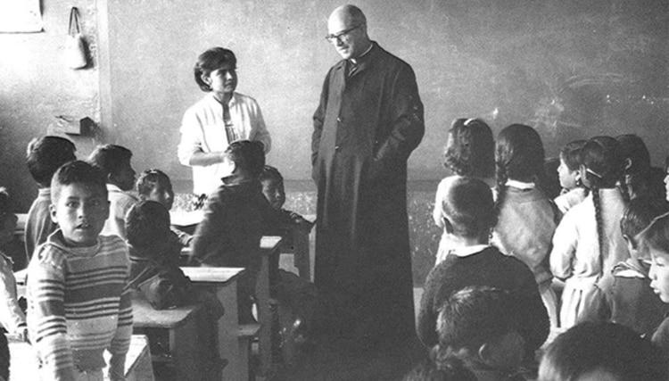 """""""La educación de los pobres no puede ser una pobre educación"""", creía José María Vélaz, el sacerdote jesuita que fundó Fe y Alegría en 1955, en Caracas."""