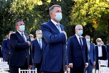 El presidente rumano, Klaus Iohannis (c) en un acto oficial el pasado 1 de julio. EFE/EPA/ROBERT GHEMENT/Archivo