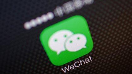 """Peter Navarro, asesor comercial de la Casa Blanca, dijo que el presidente Donald Trump va a """"actuar con decisión"""" contra TikTok y otras apps chinas, como WeChat."""
