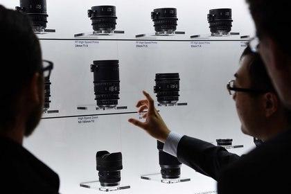 El stande de Ópticas Zeiss (Reuters)