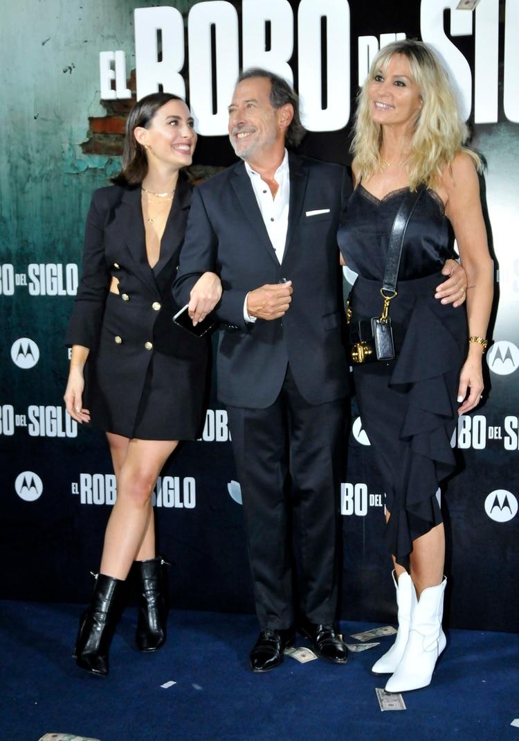 Guillermo Francella, junto a su hija, Johanna, y su esposa, Marynés Breña