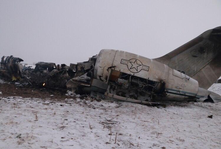 Así quedó el avión norteamericano caído en Afganistán (Reuters)