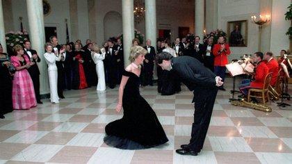 Ella tenía 24 años, ya había sido madre de Guillermo y Enrique, mientras que Travolta tenía 31 años y su carrera estaba estancada por tres fracasos cinematográficos Foto: Shutterstock