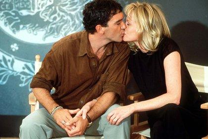 Sus apariciones públicas incluían besos como de película (Shutterstock)