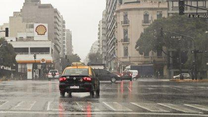 La avenida 9 de Julio, sin luz (ALEJANDRO PAGNI / AFP)