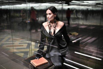 La actriz Demi Moore desfilando para Fendi en la semana de la alta costura en París (AFP)