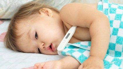 Los médicos consideran fiebre a la temperatura corporal superior a los 37,7° (Shutterstock)