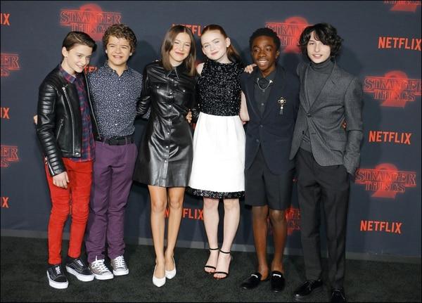 Noah Schnapp, Gaten Matarazzo, Millie Bobby Brown, Sadie Sink, Caleb McLaughlinyFinn Wolfharden el estreno de Netflix de la Segunda Temporada deStranger Things