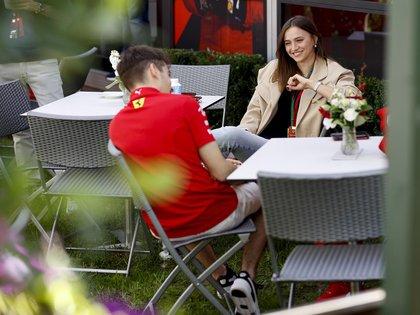 Charles Leclerc y Charlotte Siné en Melbourne, Australia, en marzo de este año (Grosby Group)