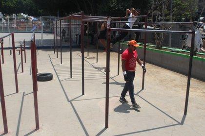 José Luis durante el entrenamiento en las barras de Insurgentes, Ciudad de México. Abril 15, 2021. Foto: Karina Hernández / Infobae