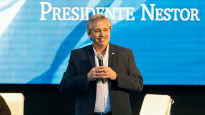 Alberto Fernández sonríe durante un acto de campaña (Foto: Nicolás Aboaf)
