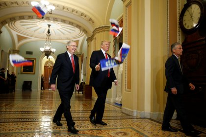 Mitch McConnell y el presidente Donald Trump (foto de archivo). REUTERS/Joshua Roberts/File Photo