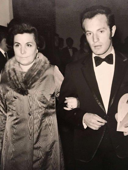 José Ramón Fernández compartió una imagen junto a su mamá, quien falleció el pasado 11 de diciembre (Foto: @joserra_espn)