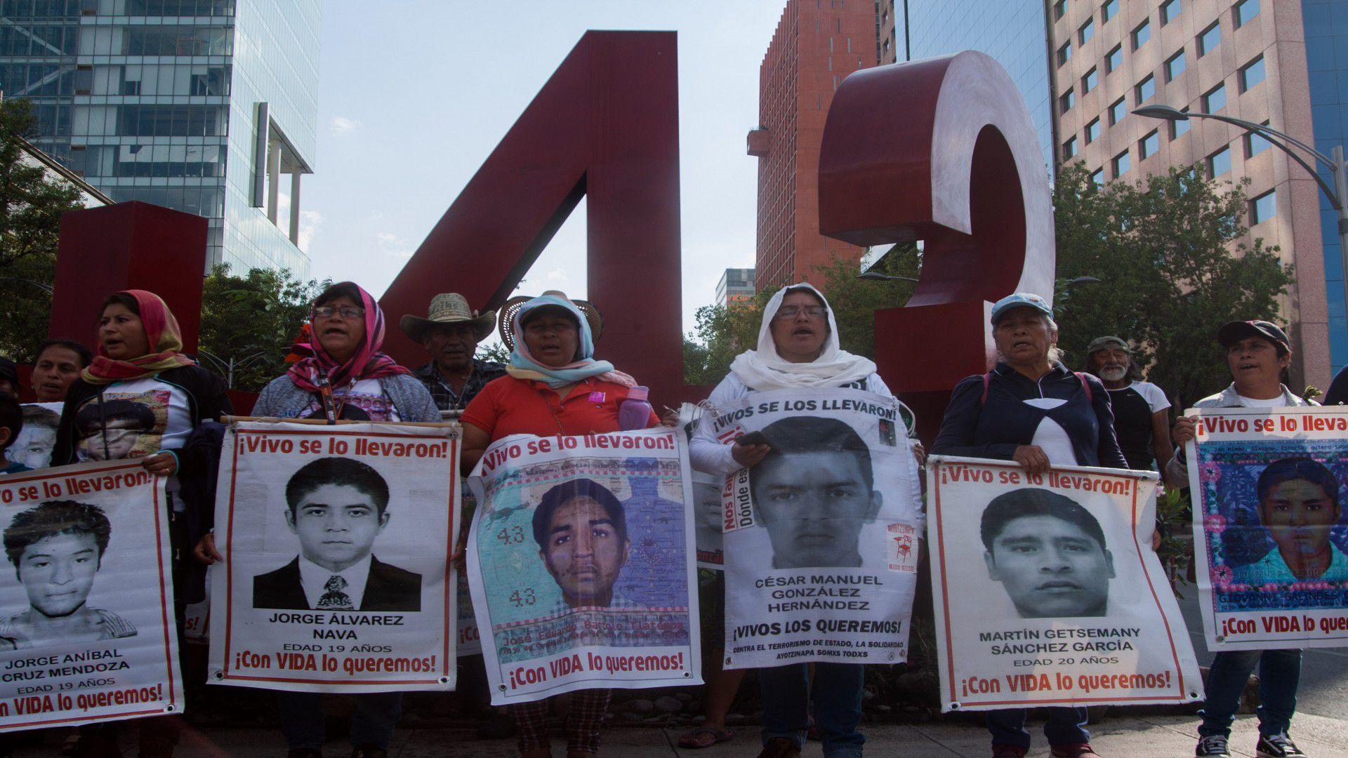 """Los padres de los 43 normalistas dijeron que el video desmiente la """" verdad histórica"""" (Foto: Cuartoscuro)"""