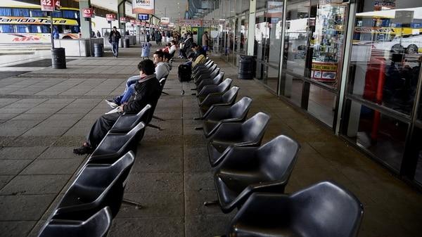 Miles de pasajeros fueron afectados por la medida de fuerza