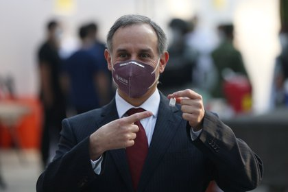 Hugo López-Gatell Ramírez tuvo una evaluación médica para dar conocer su progreso ante la enfermedad (Foto: EFE/Sáshenka Gutiérrez)