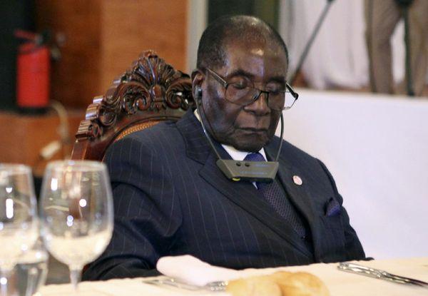 La descarada excusa del jefe de Estado más anciano del planeta por sus siestas en los actos públicos