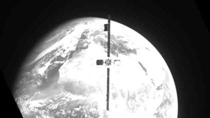 Realizaron la primera reparación automática de un satélite en órbita