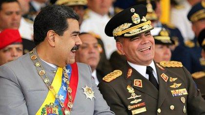 Eran otros tiempos en que habían risas entre Padrino López y Maduro