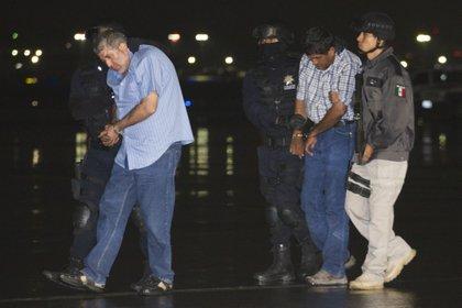 Vicente Carrillo Fuentes, líder del cártel de Juárez, fue trasladado del hangar de la Procuraduría General de la República a la SEIDO para que rinda su declaración con respecto a diversos delitos que se le imputan como narcotráfico y delincuencia organizada. FOTO: IVÁN STEPHENS /CUARTOSCURO