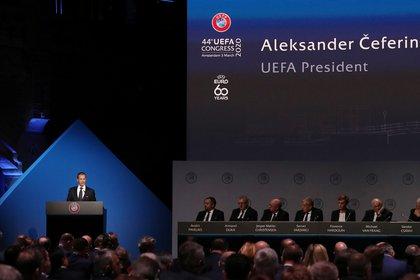 Ceferin durante el congreso de la UEFA en los primeros días de marzo, que se realizó en Amsterdam, Holanda. Luego sobrevino la cuarentena.