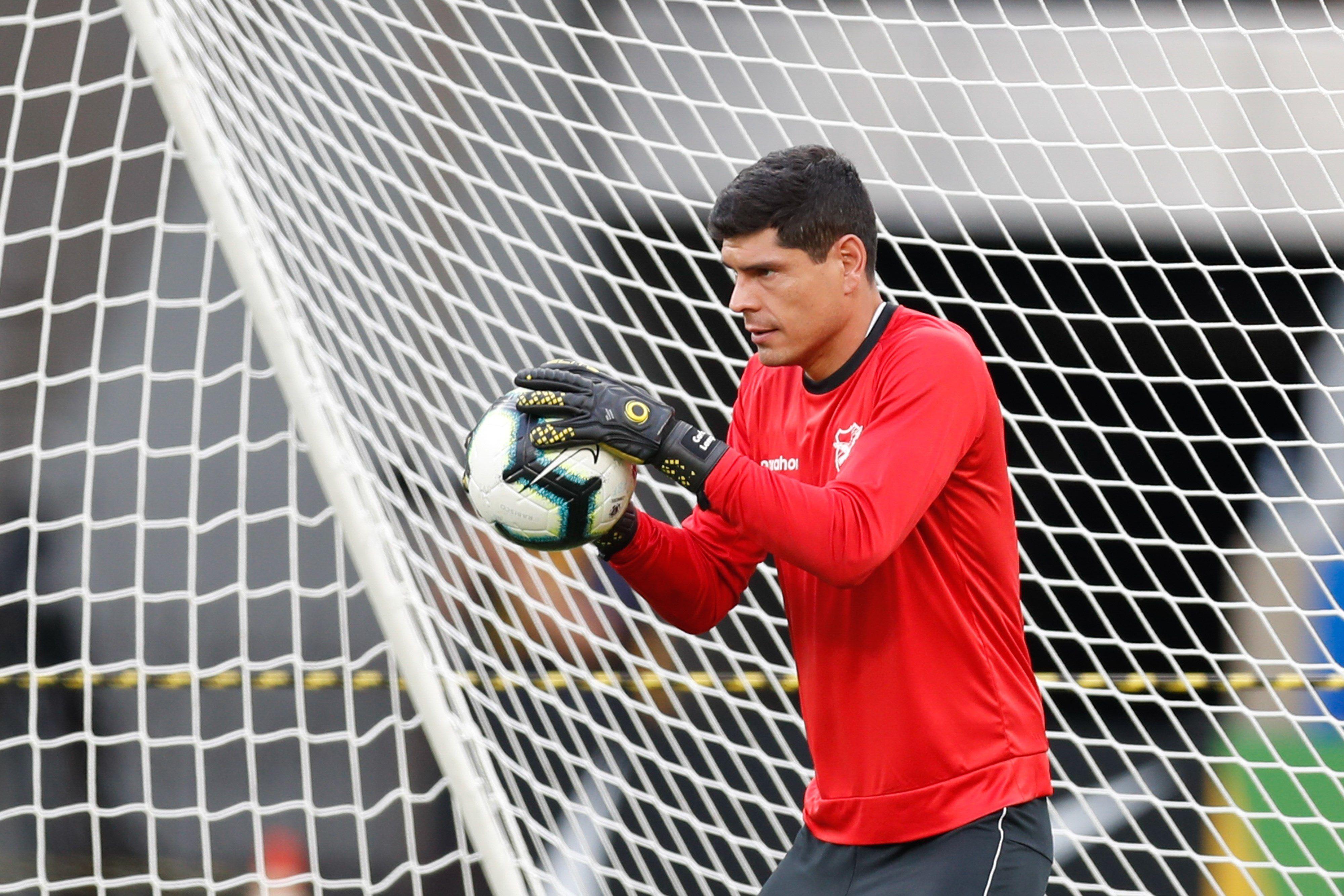 En la imagen, el portero Carlos Lampe, de la selección boliviana de fútbol y del club Always Ready de El Alto (EFE)