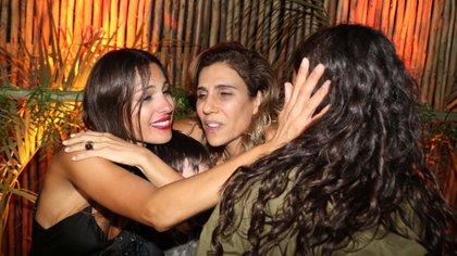 El abrazo entre amigas (GM Press)