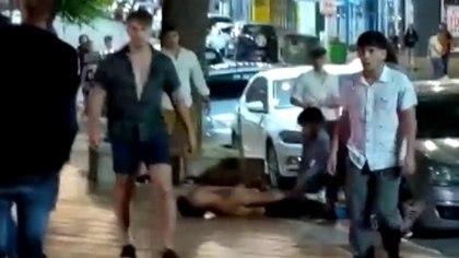 El momento clave: Máximo Thomsen enfrenta al celular que lo filma en la primera grabación que se conoció del ataque.