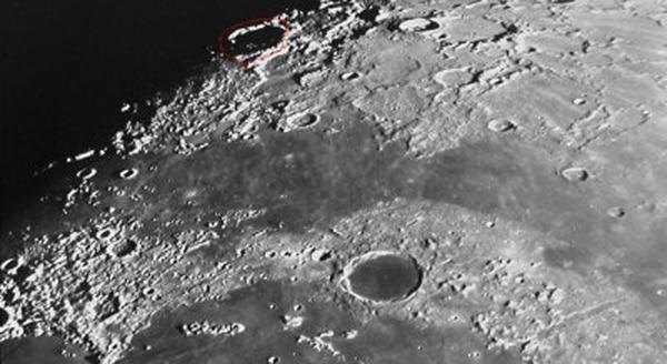 Los pozos fueron detectados en el sitio Philolaus Crater, un gran cráter de impacto de 70 kilómetros de diámetro ubicado en el Polo Norte de la Luna (NASA)