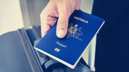El pasaporte es el documento imprescindible para travesías internacionales, peor pronto será obsoleto (istock)