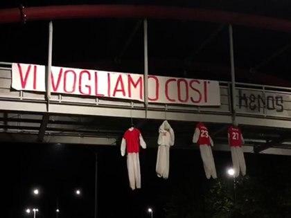 Muñecos colgados como amenaza a los jugadores del Perugia
