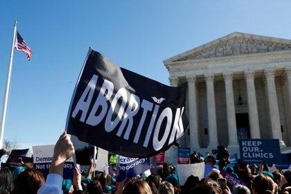 Manifestación frente a la sede de la Corte Suprema, en Washington (Reuters)