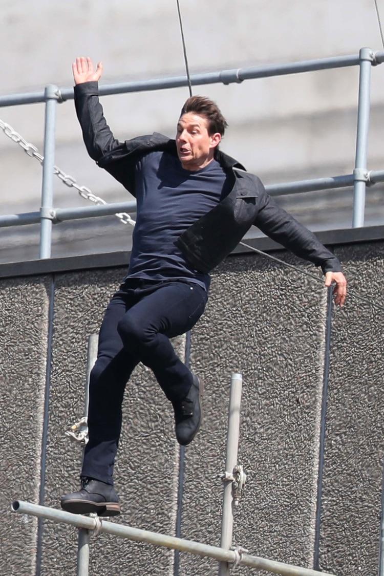 Tom Cruise se lastimó el tobillo haciendo sus propias escenas peligrosas en Misión Imposible