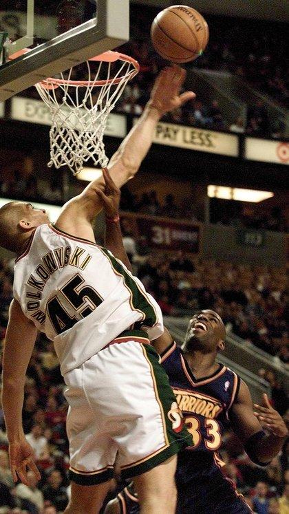 Ruben Wolkowyski y una postal de su primera temporada en la NBA con los Seattle Sonics