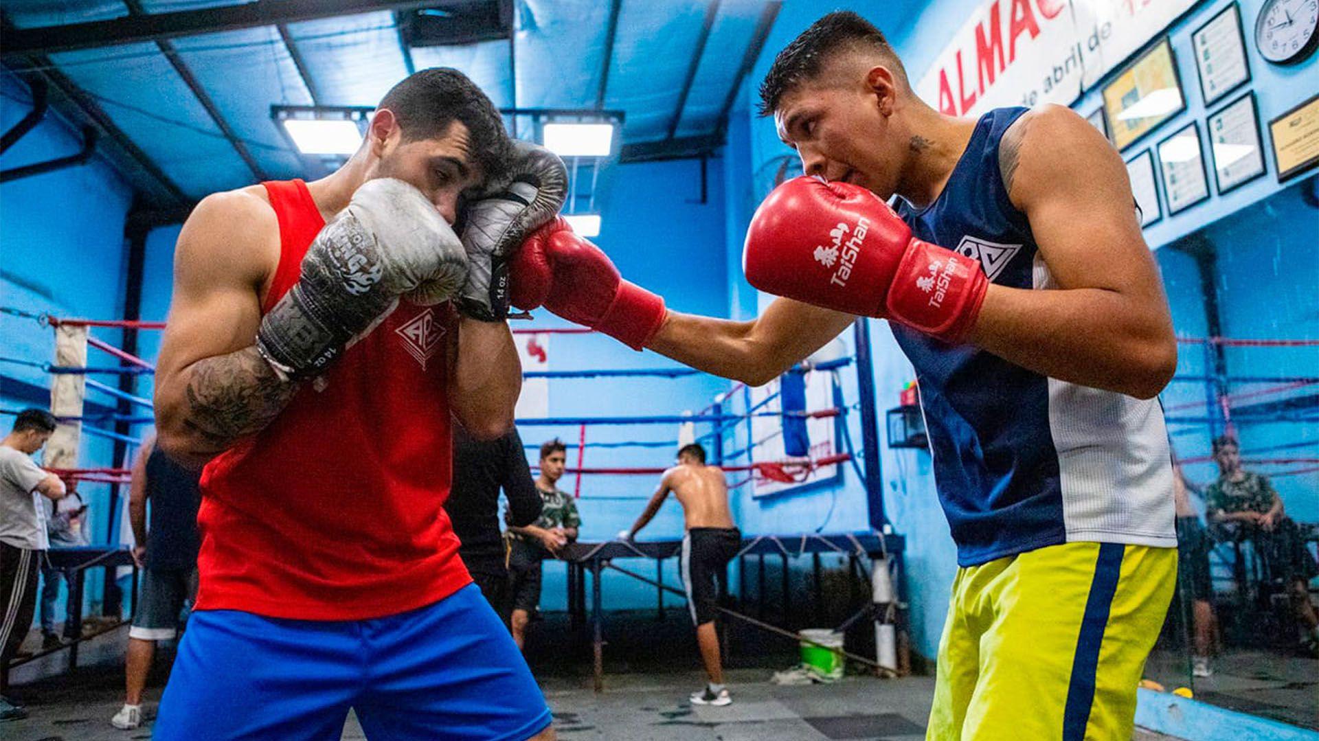 Ulises realiza una rutina diaria en un club de boxeo de Almagro desde hace 4 años (Crédito: Mundo Villa)