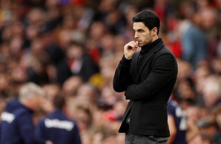 Jugó en el Barcelona B, el PSG, los Rangers de Escocia, Real Sociedad, Everton y Arsenal, equipo que dirige en la actualidad. Ha sido internacional con la selección de España con Sub-16, Sub-17, Sub-18 y Sub-21