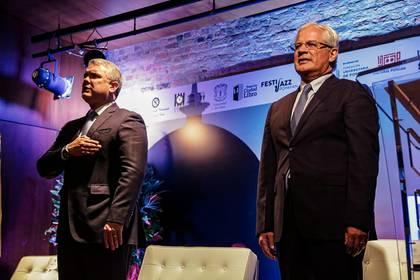Iván Duque y Juan Carlos López, alcalde de Popayán que dio positivo por coronavirus, en un evento público.