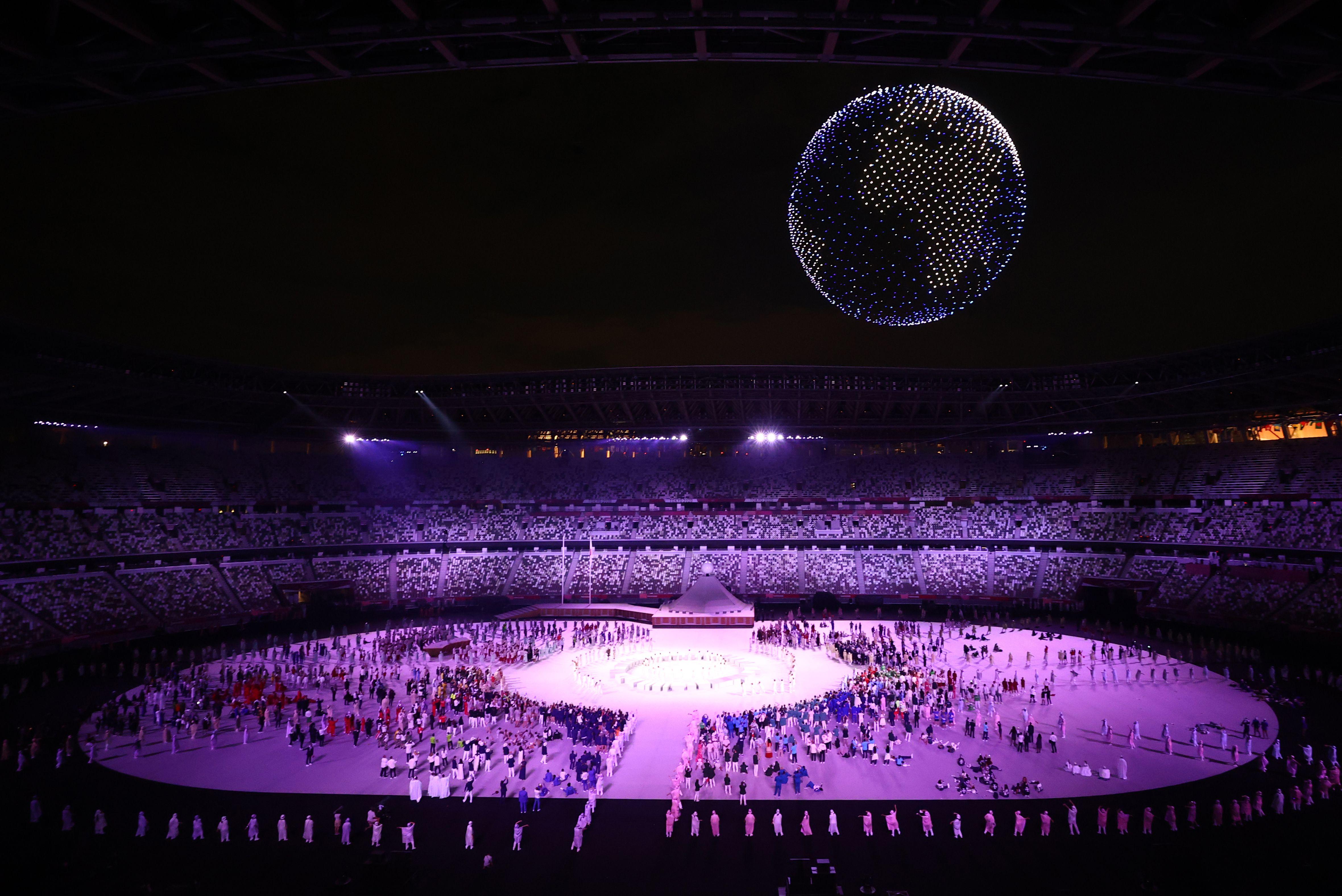 El show de drones en el aire del Estadio Olímpico de Tokio (REUTERS/Marko Djurica)