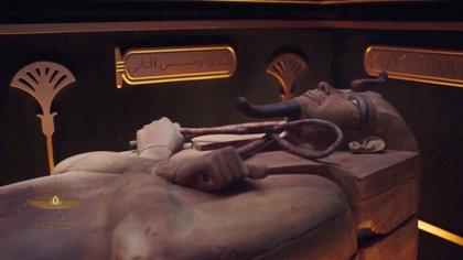 La transmisión del desfile mostró a una de las momias durante la ceremonia en El Cairo, Egipto, este 3 de abril de 2021 (Host Broadcaster/REUTERS TV)