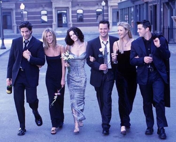 """Tal parece que quienes dieron vida a los queridos Phoebe Buffay, Monica Geller, Ross Geller y Joey Tribbiani acordaron publicar en Instagram una imagen de """"Friends"""" (Foto: Instagram)"""