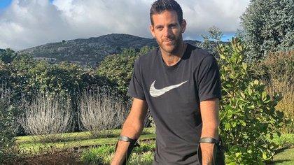 El tenista argentino viajó a europa para rehabilitarse con el médico de Roger Federer