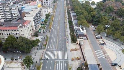 El confinamiento en la ciudad china de Wuhan, origen de la epidemia de Covid-19, comenzará a flexibilizarse el 8 de abril, anunció el martes el gobierno chino.