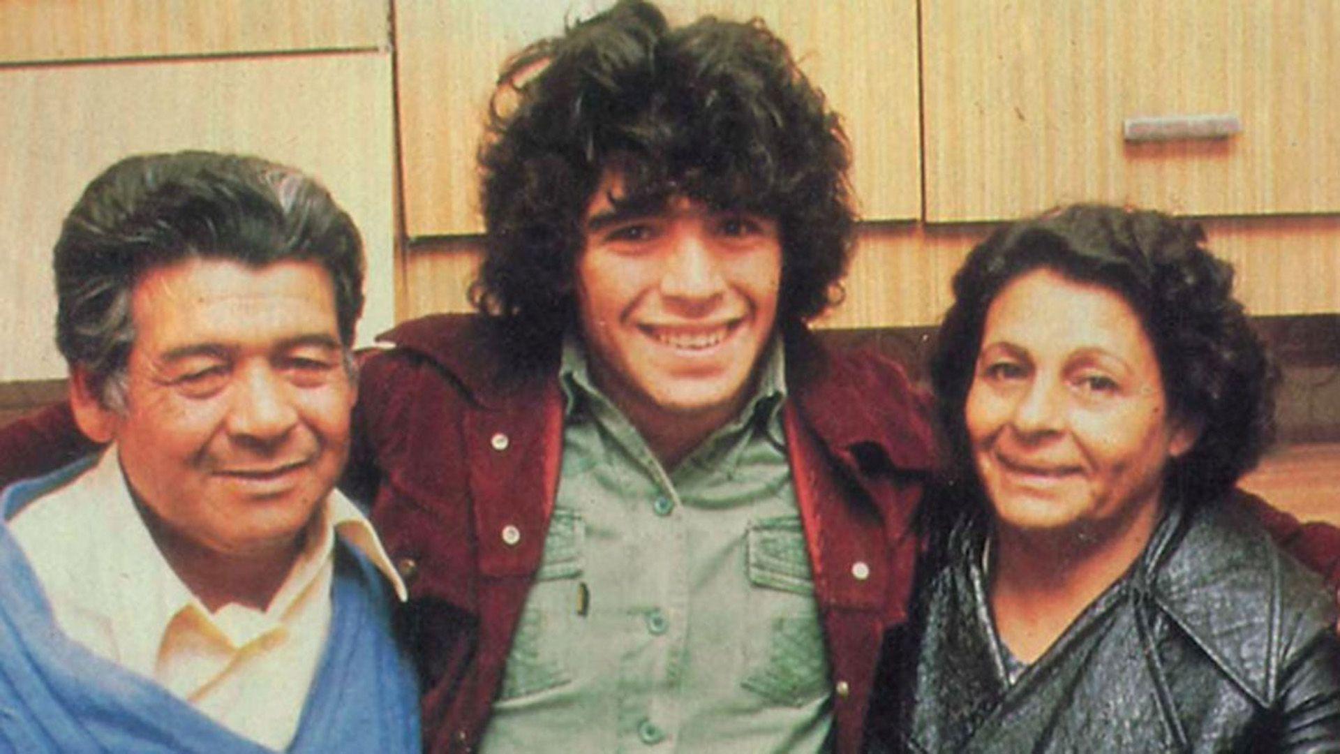 El sueño de Don Diego era que su hijo jugara en Boca, él fue clave para que Diego no terminara en River.