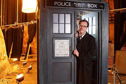 "Russell T. Davies y la Tardis de ""Doctor Who"""