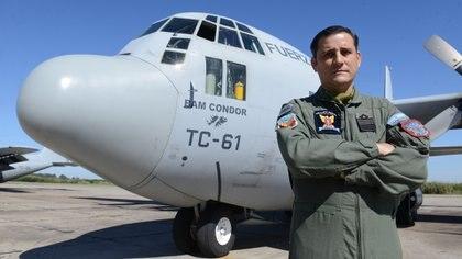 """""""El hércules es una nave versátil y flexible en cuanto a su operación, por eso es que sigue siendo la punta de lanza de la aviación de transporte táctico en el mundo"""", dice el vicecomodoro Coria. Foto: Fernando Calzada."""