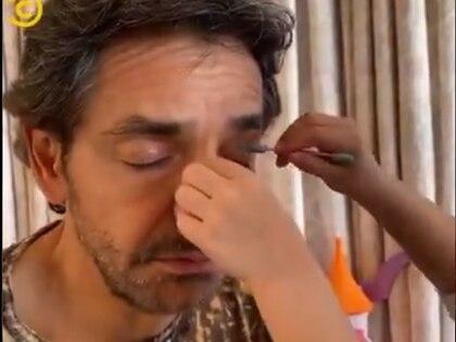 Dejó que su hija Aitana lo maquillara (Twitter Comedy Central LA)