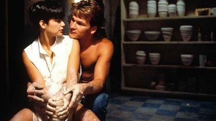 Demi Moore y Patrick Swayze en Ghost: la icónica escena de amor