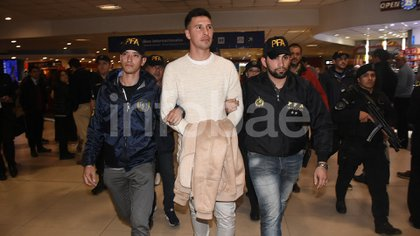 Septiembre de 2018: Fabbro llega a Ezeiza con sus manos esposadas tras ser extraditado de México (Nicolás Stulberg)