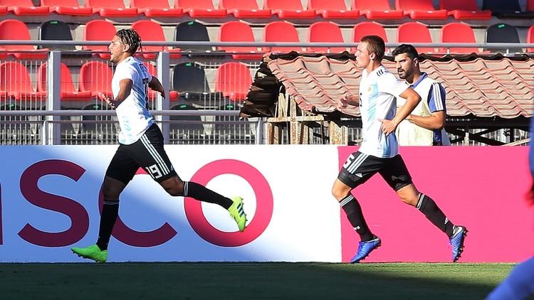 Argentina viene de ganarle a Perú sobre la hora (AFP)